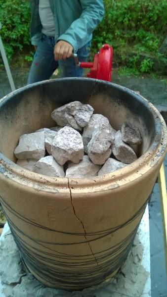 """Von oben sehen die """"brennenden"""" Steine gar nicht so brennend aus..."""